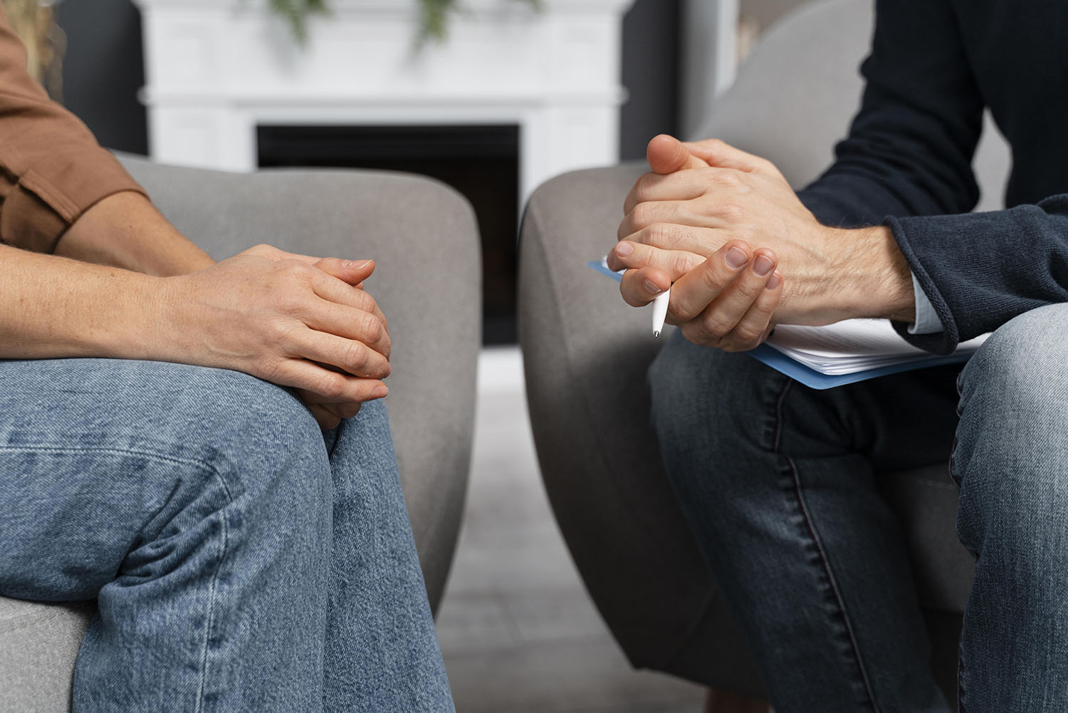 woman-and-counselor-holding-hands-together2